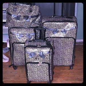 4pc Guess luggage set